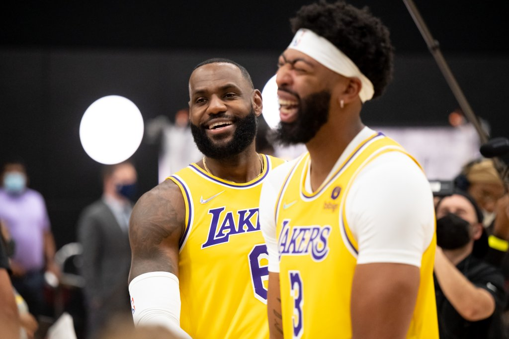 LeBron James, Russell Westbrook, Carmelo Anthony nghỉ trận gặp Nets